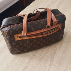 Well Loved Louis Vuitton Cite GM shoulder bag